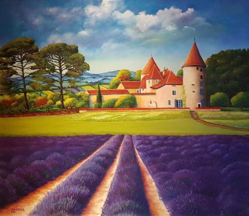 Blühendes Lavendelfeld vor einem Gut in der Provence - Süd Frankreich