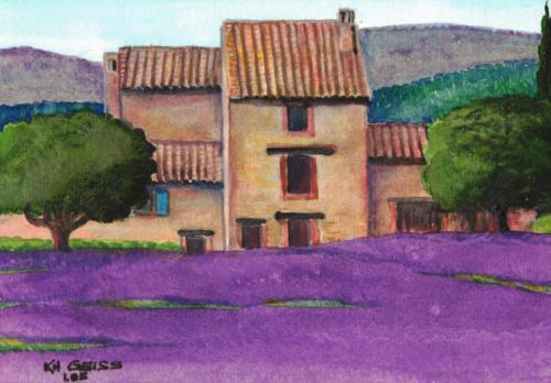 Haus hinter Lavendelfeld